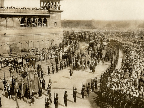 Leiter lord-curzon-british-viceroy-of-india-entering-delhi-on-an-elephant-with-lady-curzon-1902