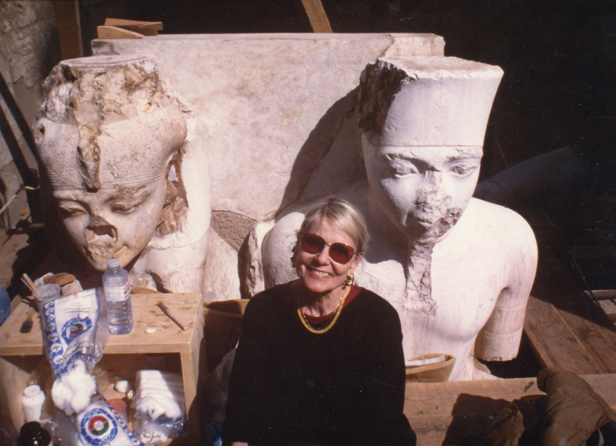 Carlotta Maher, at the Temple of Luxor, flanked by the goddess Mut and King Tutankhamon.