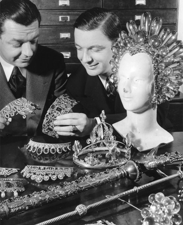 Eugene Joseff (on the right) with his brother. The headpiece is from the 1936 movie The Great Ziegfield.