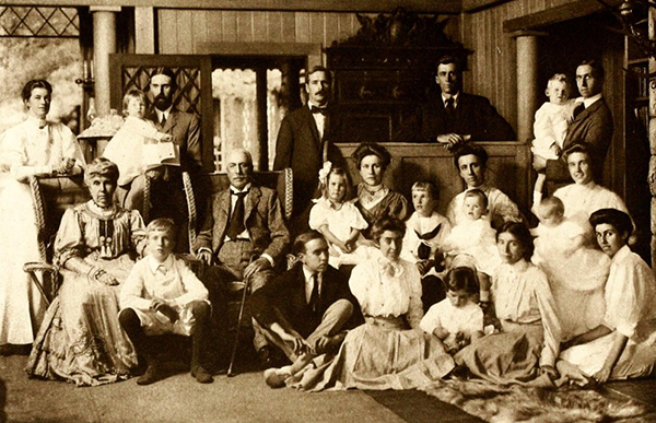 The Phelps Stokes clan, with Edith, Isaac and Henry at the far left.