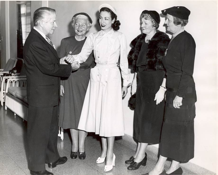 Mainbocher, Mrs. Loyal Davis, Mrs. Leon Mandel (wearing a uniform by the designer), Mrs. James Ward Thorne, and Mrs. Alden B. Swift. Courtesy of the Northwestern Memorial Hospital Archives.