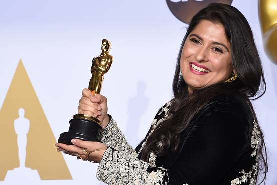 Sharmeen Obaid-Chinoy poses with her Oscar.